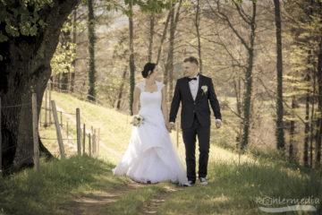 Brautpaar auf dem Weg