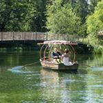 Brautpaar im Ruderboot