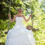Braut auf Schaukel