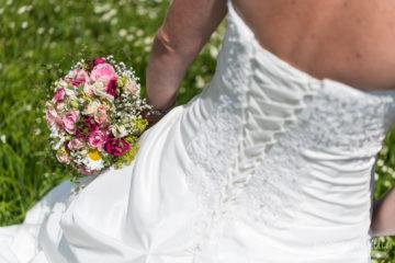 Brautkleid mit Brautstrauss