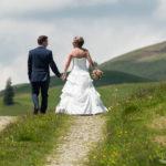 Braut und Bräutigam auf dem gemeinsamen Weg