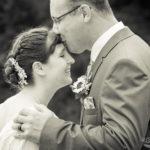 Brautpaar Kuss auf Stirne