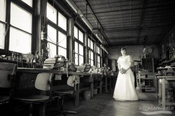 Braut in Fabrik