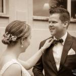 Braut mustert Bräutigam