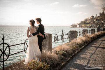 Brautpaar geniesst Aussicht