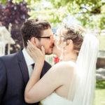 Kuss von Braut und Bräutigam